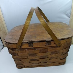 Vintage straw wick picnic basket with handles